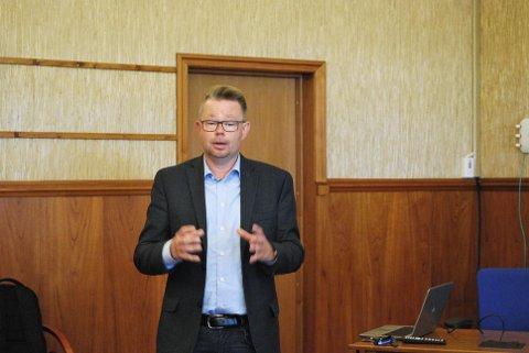 Rådmann i Nordkapp Raymond Robertsen avviser påstander fra Senterpartiet.