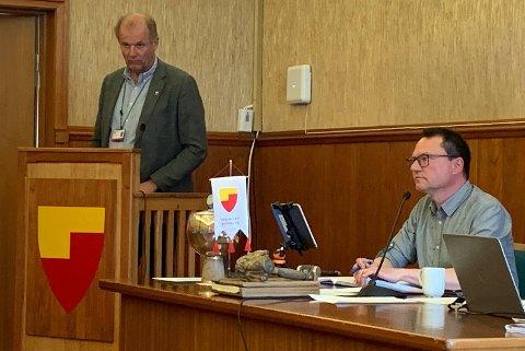Einar Arild Hauge og ordfører Jan Olsen.