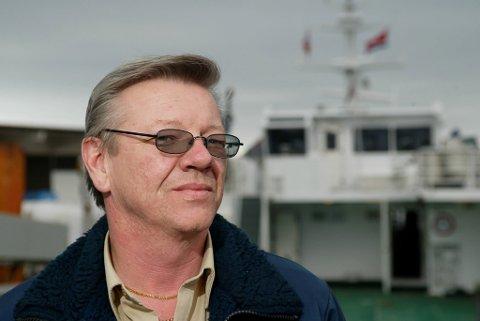 Daniel Nedrelid blir sint av å sjå så mange som ikkje tenker sikkerhet når dei er på sjøen.
