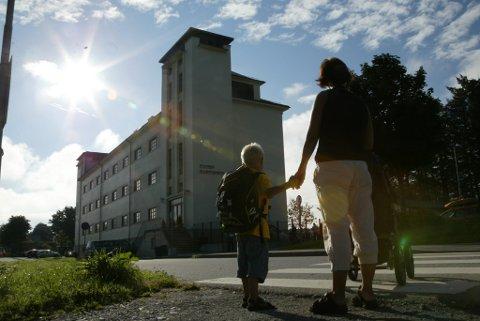 HEILE BARNESKOLEN BORTE VEKK: Elevar tilsvarande heile Florø barneskole vil om få år vere borte for Kinn kommune, på grunn av svært låge fødselstal.