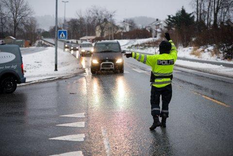 Politiet i Flora og Bremanger har sjekka fleire hundre førarar for rus denne veka. Alle blåste grønt.