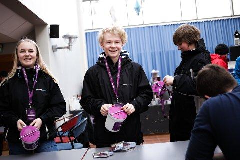 BØSSEBERARAR: - Tenk om det var ditt barn som ikkje hadde reint vatn, seier Mathilde Sande Storevik, Sondre Westbø Solberg og Joakim Frøyen Sandvik.