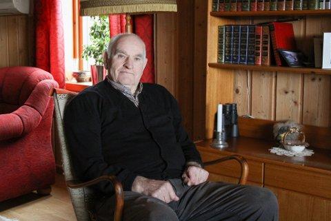 Magnus Vallestad er den eldste innbyggaren på Askrova, med sine snart 89 år. Han har alltid budd på øya. – Det er her eg høyrer til.