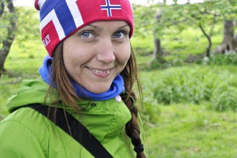 INITIATIVTAKARAR: Styremedlem i Davik idrettslag, Siriann Borgund står saman med sambuaren bak initiativet til fjellbenktrimmen 2019.