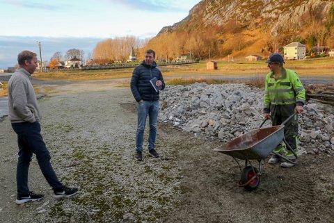 IGLANDSVIK: Ola Martin Grotle, Trond Grotle og John-Roar Grotle driv næringsutvikling saman i Iglandsvik.