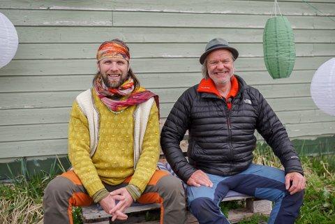 ALEX OG AUNE: Aune Sand og Alex Rosen har vore på turne på norskekysten for å lage program for TV2. Dette bildet er frå starten i Nord-Norge.
