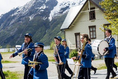 KORPSMAMMA: Rakel Rose Øvretveit i Firda Ung håpar hennar born vil spele i korps. Bildet er henta frå 17. mai i Vadheim 2015.