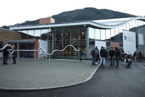 UT MED MEDIA: Få søkjarar kan bety slutten for medium- og kommunikasjonslinja ved Sogndal Vgs.