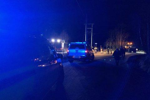 BRANN: Både politi, brann og ambulanse rykte ut til ein brann i ein trafostasjon på Høgda i Kvammen laurdag kveld.