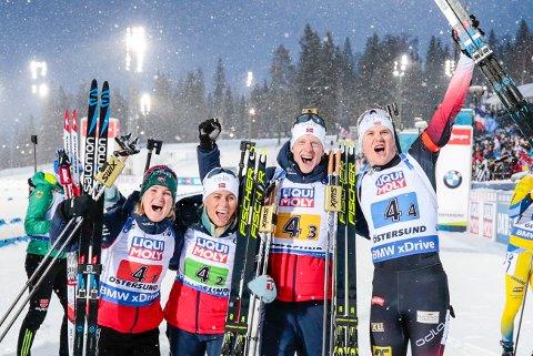 Marte Olsbu Røiseland, Tiril Kampenhaug Eckhoff, Johannes Thingnes Bø og Vetle Sjåstad Christiansen etter sigeren i mixed stafett i VM Skiskyting  2019 Östersund, Sverige.