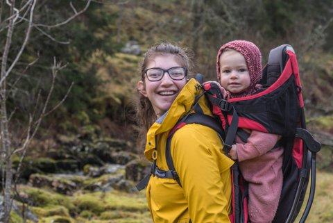 KVARDAGEN: Ingvild Kjøsnes er sjølvstendig næringsdrivande og har moglegheit til å tilbringe mykje tid saman med familien sin og dottera Ingalill (1).