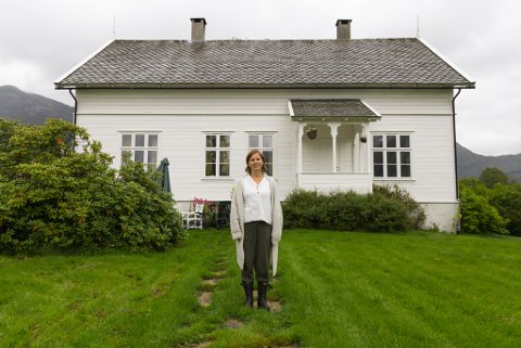 JØLSTER PRESTEBUSTAD: I over hundre år har det budd prestar i dette huset på Ålhus.