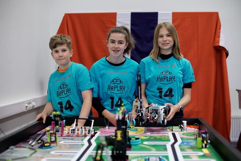 REPRESENTERTE KLASSEN SIN: Sander Jarle Haugsbø (13), Madelen Båtevik (13) og Paulina Reksc (15).