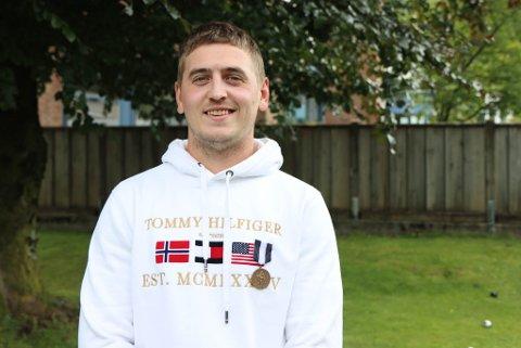 HELT: Johannes Tjønneland Betten fekk Carnegies Heltefond sin bronsemedalje etter å ha redda familien ut av eit brennande hus i desember 2019.