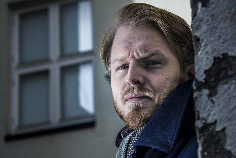 I DE SKUMLE SMUG: Stian Torps vinnernovelle begynner med at en gammel sjøulk ramler inn på en brun kneipe i Fredrikstad i 1938.