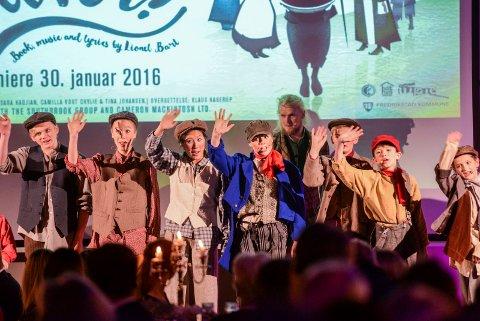 Barnetater: Fredrikstadungane viste utdrag fra musikalen Oliver.