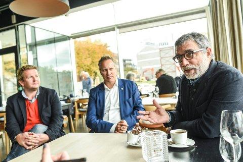 GOD DIALOG: Kultursjef Ole-Henrik Holøs Pettersen (t.v.), ordfører Jon-Ivar Nygård og kunster Jaume Plensa har en god tone når det diskuteres kunst i Fredrikstad.