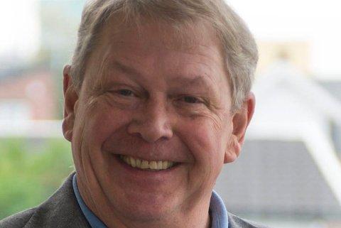 FØLGER UROEN I USA: Robert Lewis Mikkelsen er fra USA, men har vært norsk statsborger i mange år. Han er historiker og har undervist i amerikansk kulturlandskap og litteratur på Høgskolen i Østfold.