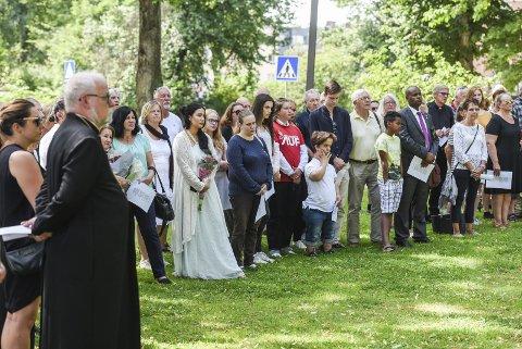 Mange fremmøtte: Det var mange som fant veien til Lykkebergparken for å minnes ofrene etter 22. juli. Foto: Kent Inge Olsen