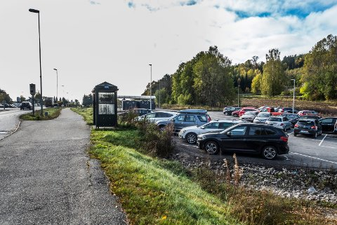 INNFARTSPARKERING: På Skåra har Fredrikstad allerede en innfartsparkering. Denne åpnet i fjor, og har både parkeringsplasser, sykkelskap og umiddelbar nærhet til bussholdeplass.