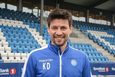 TRAVEL SØNDAG: Det bli en hektisk søndag for Notodden-trener Kenneth Dokken. Foto: Trond Kaasa