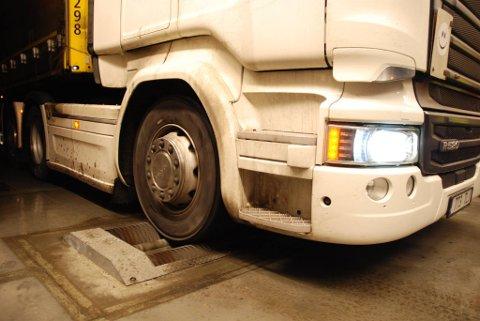 Statens vegvesens har kontollert dekkutrustning og kjettinger denne uka. Men også bremsene er sjekket, og der ble det oppdaget flere alvorlige feil.