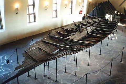 Tuneskipet, utstilt på Vikingskipshuset på Bygdøy. Ikke så mye å se til, men faktisk det første vikingskip som ble utgravd, og faktisk et av de best bevarte i hele verden.
