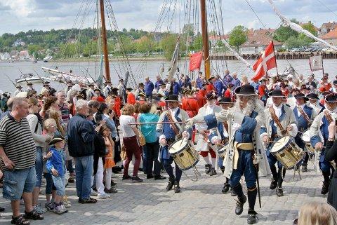 Velbrukte uniformer: Kong Frederik IVs Tambourafdeling er det offisielle navnet på gruppen som ifølge Egil Syversen bør få driftstøtte som gjør det mulig å bytte uniformer når det trengs.
