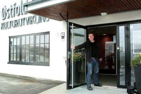 Lukket døren etter fire år:   Kjell Moberg sluttet i fjor som teatersjef ved Scenekunst Østfold. Bildet er fra da Moberg overtok som teatersjef på Scenekunst Østfold - og K60.