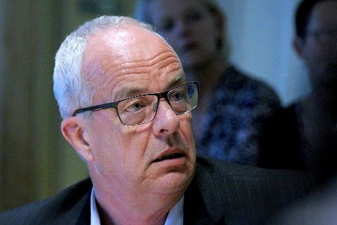 Terje Moland Pedersen misliker at Velgaard «forsøker å gjøre saken om «kjærlighetsgaranti» til et spørsmål i en privatiseringsdebatt».