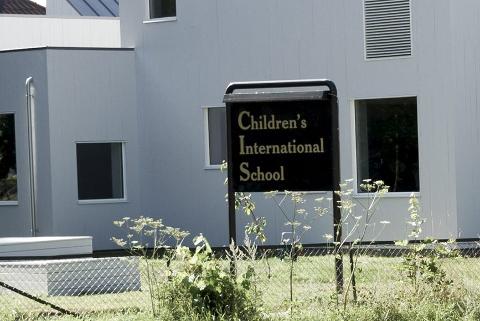 FIKK UØNSKET BESØK: Torsdag kveld brøt noen seg inn i bygget til Childrens International School. Når politiet på jakt etter vitner som kan ha sett noe.