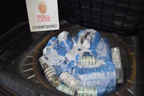 LÅ UNDER BRUS: Nordmannen hadde stappet over åtte kilo snus i hjulbrønnen på bilen.