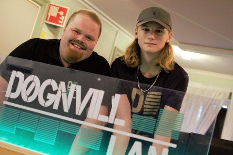 LAN: Døgnvills LAN-meister, Mats Thomasrud (t. v.) og Kevin Holthe (16) tror på seier mot Hvaler LANmine.