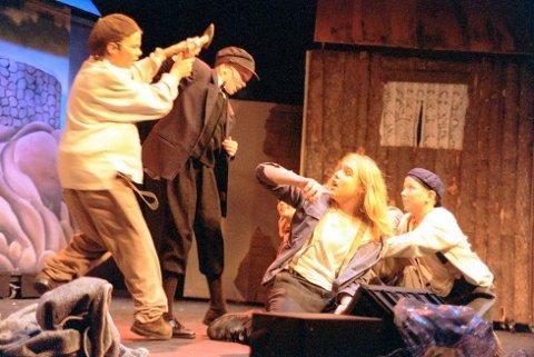 1999: Bildet er fra da  Vindeleka barne- og ungdomsteater hadde premiere på den nyskrevne musikalen «Ælvefolket» på Røde Mølle. Skuespillerne Marius Fjeldstad (fra venstre), Kristina Velgaard, Stian Thorbjørnsen og Alexander Østgaard i en dramatisk scene.
