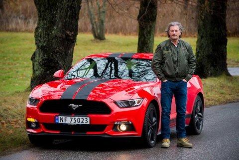 Dobbelt fett: IKke bare er han trafikklæreren som kjøpte inn en Mustang, men han leverte millionoverskudd i fjor, Jon Borge hos Fredrikstad Trafikkskole..