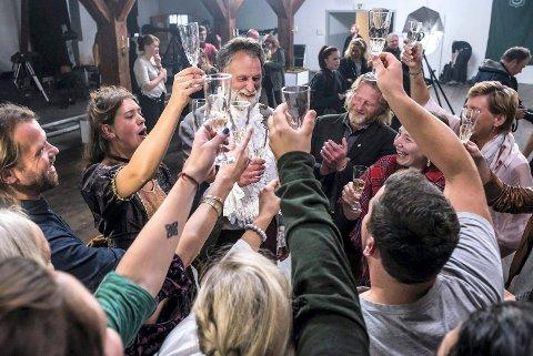 Bilde tatt fra finalen av Anno, som ble spilt inn på Isegran og sendt på tv våren 2016 – noe som trolig er mye av årsaken til økningen i antall besøkende til Fredrikstad det året. Blant politikerne er det delte meninger om vi får flere Anno-effekter ved å satse på å tiltrekke oss film- og tv-produksjoner.