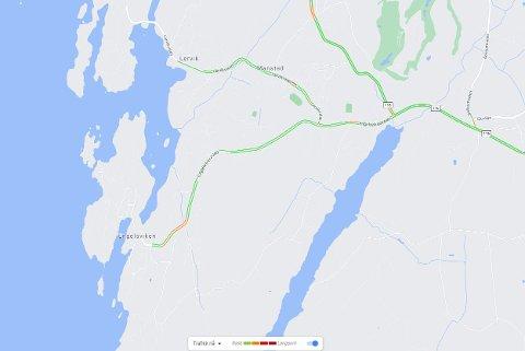 ULYKKE I ENGELSVIKENVEIEN: Røde og oransje farger markerer hvor det er  går langsomt i trafikken ved 18.10-tiden.