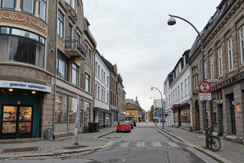 Storgata stenges  for gjennomkjøring fra krysset St. Hans gate/Gressvikbrygga og til krysset Dr.Giebelhausens gate onsdag 25. november fra kl. 21.00 til kl. 06.30 og torsdag 26. november fra kl. 21.00 til kl. 06.30..