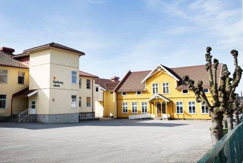 Kjølberg skole har syv ansatte og omtrent 90 elever i karantene. Skolen har derfor bestemt å stenge ned fredag 11. desember.