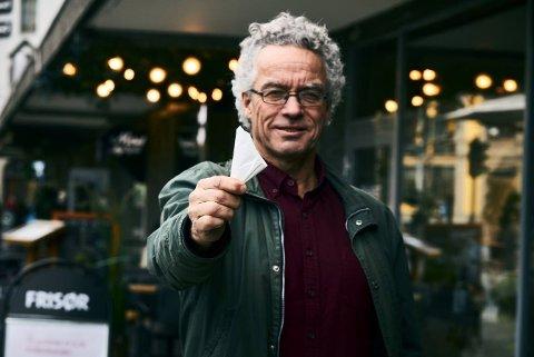 SKAL BIDRA TIL PLASTKUTT: Rasmus Hansson, daglig leder i Handelens Miljøfond, ønsker at folk skal bli flinkere til å brette og ta med seg pose på butikken.