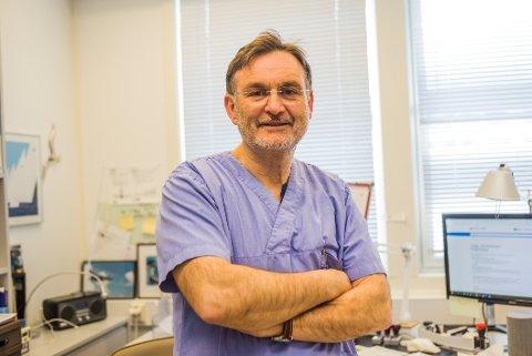 Det at folk har holdt avstand til hverandre og vært flinkere på håndvask har bidratt til at det har vært mindre smittsomme sykdommer i omløp de siste månedene, sier fastlege Joachim Benske.