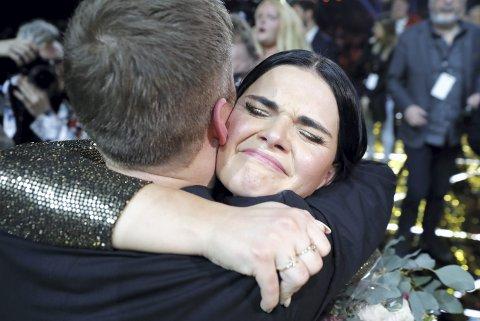 Vant: Den norske Eurovision-deltakeren Ulrikke Brandstorp klemmer medlåtskriver Christian Ingebrigtsen da hun først vant Trondheims-finalen.