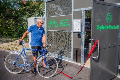 FØRSTE HOTELLGJEST: Jon Henrik Lund i Syklistenes Landsforening er veldig fornøyd med tiltak som kan føre til flere hverdagssyklister. Han håper sykkelhotellene vil føre til nettopp det.