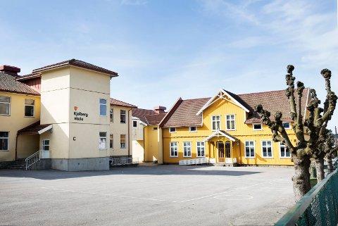 Isabella David (9) har alle vennene sine på Kjølberg skole og vil veldig gjerne fortsette skolegangen her, men må i stedet gå på nærskolen sin, som er Torp skole.