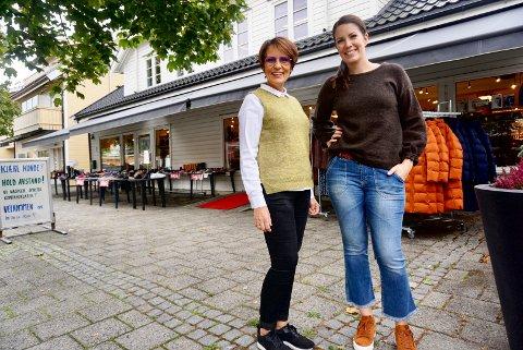 FAMILIEDREVEN: Birgit Linkas og datteren Tabita Meland driver Kriho Sko og Vesker sammen. Familien har eid butikken på Gressvik de siste 22 årene.