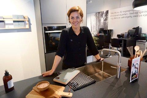 POSITIV: Eier av Kvik Fredrikstad, Anne Knutsen, ser positivt på tiden som kommer. For kjøkkenleverandøren har sommeren gått langt bedre enn fryktet.