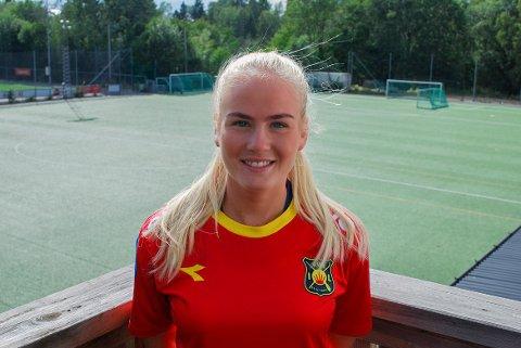 Julia Charlotte Arnesen stiller førstkommende tirsdag på sin første treningsøkt med Aaalborg, hvor hun har signert en kontrakt frem til juni.