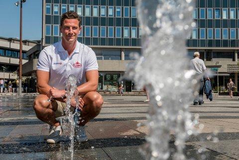 Brendan Ellis var tidligere denne uken på plass i Fredrikstad. Nå er han og samboeren Vilde på husjakt i Fredrikstad.