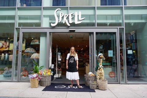 VELLYKKET ÅPNING: Det har vært hektiske dager for Ingrid Movik Nilsen og kollegene i Sprell etter butikkåpningen i sommer.
