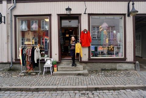 Syerske Marianne Kjølstad elsker 1960- og 70-tallet. Det ble det butikk av. Men oppstarten har vært utfordrende for den lille forretningen i Gamlebyen.